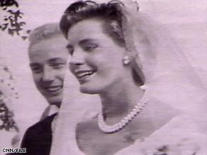 Sunny von Bulow is pictured during her 1957 wedding to Prince Alfred von Auersperg.