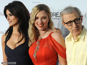 "Penelope Cruz, left, Scarlett Johansson and Woody Allen pose at the ""Vicky Cristina Barcelona"" premiere."