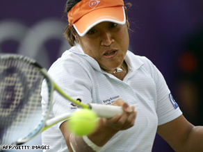 Tanasugarn played the final with a bandaged thigh.