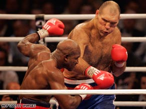 Holyfield struggles to escape the reach of seven-foot Russian world champion Valuez in Zurich.