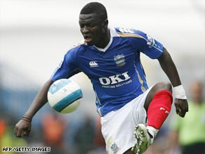 Ghana midfielder Sulley Muntari has returned to Italy after only one season with Portsmouth.