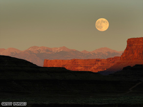 The government plans to make parts of Canyonlands National Park available to oil and gas drilling.