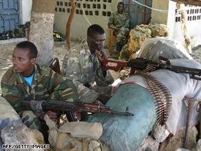Ethiopian troops are yet to leave the Somlai capital despite a peace agreement.
