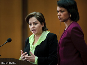 Mexican Foreign Relations Secretary Patricia Espinosa, left, and U.S. Secretary of State Condoleezza Rice.