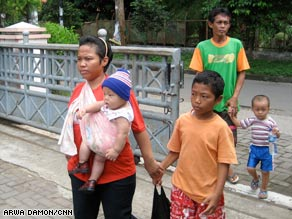 The vast majority of children in Indonesian orphanages have two living parents, a government survey found.