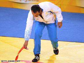 A disgruntled Abrahamian drops his bronze medal before leaving the arena during the presentation ceremony.