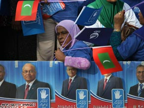 Supporters of Maldivian President Maumoon Abdul Gayoom rally in the islands' capital, Male.