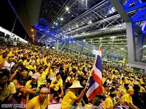 Thai riot police move into Bangkok's Suvarnabhumi International Airport.