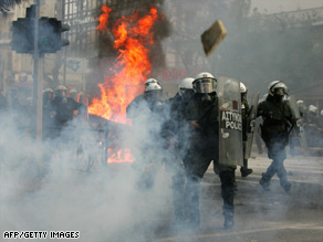 http://i2.cdn.turner.com/cnn/2008/WORLD/europe/12/07/greece.riots/art.athens.riot.police.sunday.afp.gi.jpg