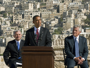  Barack Obama with Senators Jack Reed and Chuck Hagel in Amman, Jordan during Obama&#039;s tour across the Middle East. (PHOTO CREDIT: GETTY IMAGES)