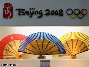 A new poll shows Americans think Bush should attend the opening ceremony of the Beijing Olympics.