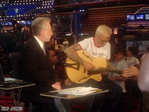 Wolf Blitzer and Art Alexakis of Everclear, delegate from Oregon at the 2004 Democratic Convention.