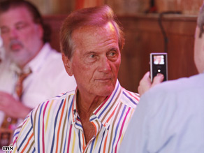 Musician Pat Boone says the McCain-Palin ticket will be a strong one for Republicans.
