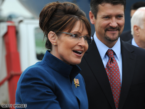 A new poll shows a gender gap when it comes to Palin.