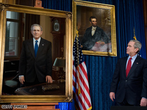  Bush got a look at a new presidential portrait Saturday.