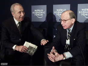 Israeli Foreign Minister Shimon Peres (L) talks with Samuel P. Huntington of Harvard University.