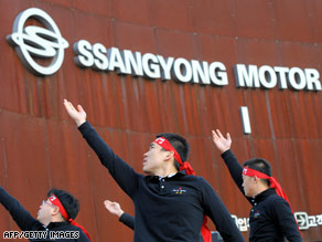 About 800 unionized workers rally at a Ssangyong Motor plant in Pyeongtaek, South Korea, on December 30.