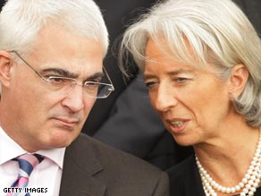 British Chancellor Alistair Darling talks to French Finance Minister Christine Lagarde at the G-20 meeting.