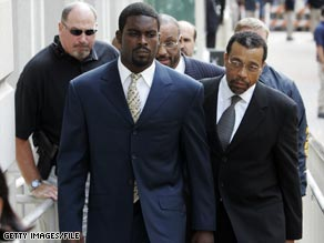 Michael Vick, left, arrives at federal court with attorney Billy Martin in Richmond, Viriginia, in 2007.