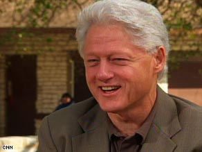 Former President Bill Clinton praises the Obama administration's handling of the stimulus bill.