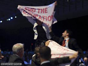 http://i2.cdn.turner.com/cnn/2009/POLITICS/05/04/israel.peres/art.protest.aipac.gi.jpg