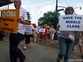 Union members protest this week in New York outside a bankruptcy hearing for General Motors Corp.
