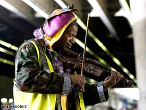 "Jamie Foxx plays mentally ill musician Nathaniel Ayers in ""The Soloist."""