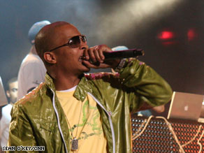 T.I. performed to a packed crowd Sunday, days before he was to start a prison term.