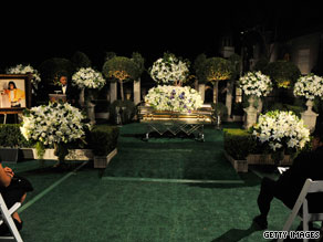 Thursday's service for singer Michael Jackson began 90 minutes past the announced start time.