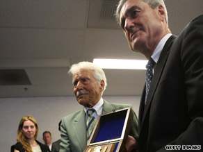 Efrem Zimbalist Jr., center, accepts the Honorary Special Agent Award from FBI director Robert Mueller.