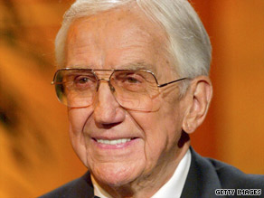 Ed McMahon and talk show host Jay Leno talk about the late Johnny Carson in 2005.