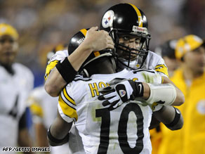 The Steelers' Santonio Holmes, in the 10 shirt, embraces another player.