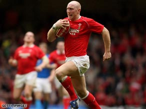 Tom Shanklin scored the opening try for Wales in their comfortable victory over Scotland at Murrayfield.