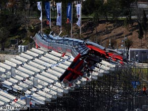 Damage to one of the stands caused the postponement of the two opening singles rubbers in Benidorm.