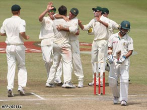 Australia's players celebrate the key wicket of JP Duminy to Ben Hilfenhaus.
