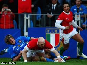 Tom Shanklin scores the decisive late try as Wales scraped a narrow victory over Italy in Rome.