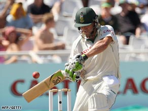 De Villiers blasted a superb century at Newlands as Australia wilted.