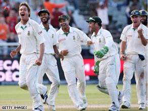 Harris (far left) celebrates the wicket of Peter Siddle at Newlands.