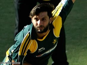 Career-best figures from Shahid Afridi helped steer Pakistan to victory in the first one-dayer against Australia.