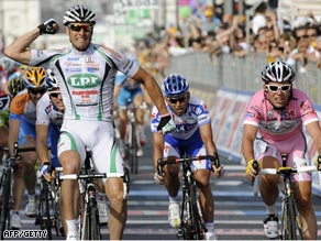 Petacchi celebrates his victory ahead of Cavendish (far right) in pink.