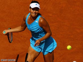 Defending champion Ana Ivanovic showed no signs of her recent knee injury on her French Open return.