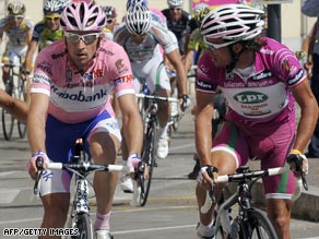 Denis Menchov, left, outwitted Danilo De Luca, right, on the 20th stage of the Giro d'Italia.