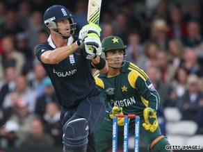 Kevin Pietersen scored a superb 58 as England beat Pakistan to remain in the world Twenty20.