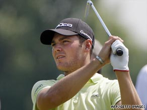 Kaymer defied the heat and a foot injury to score a superb  opening round 62 in the French Open.