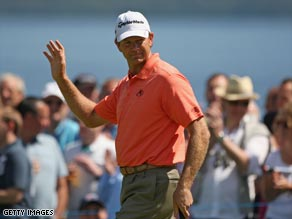 Goosen acknowledges the applause of the gallery after another birdie at Loch Lomond.