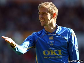 Peter Crouch looks poised to return to Tottenham after Portsmouth accepted a fee for the striker.
