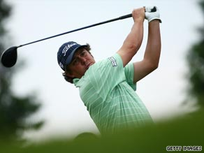 Dufner holds a one-stroke Canadian Open lead after a second round nine-under-par 63.