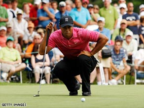 Woods lines up a putt during his first round 71 at Warwick Hills.