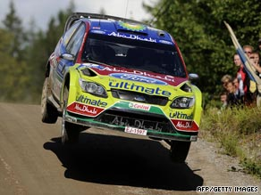 Mikko Hirvonen moved clear in his bid to win his home rally for the first time.