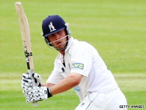 South Africa-born Jonathan Trott may make his Test debut if Andrew Flintoff is not fit for Headingley.